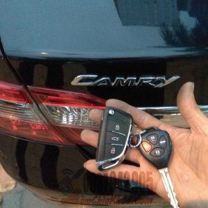Mẫu chìa khóa gập xe Camry hình chiếc lá đẹp bền