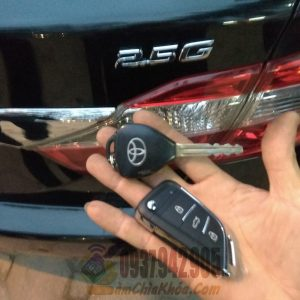 Mẫu chìa khóa gập xe Camry 2.5g hình chiếc lá đẹp bền