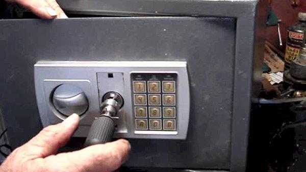 thay khóa tại nhà xe máy