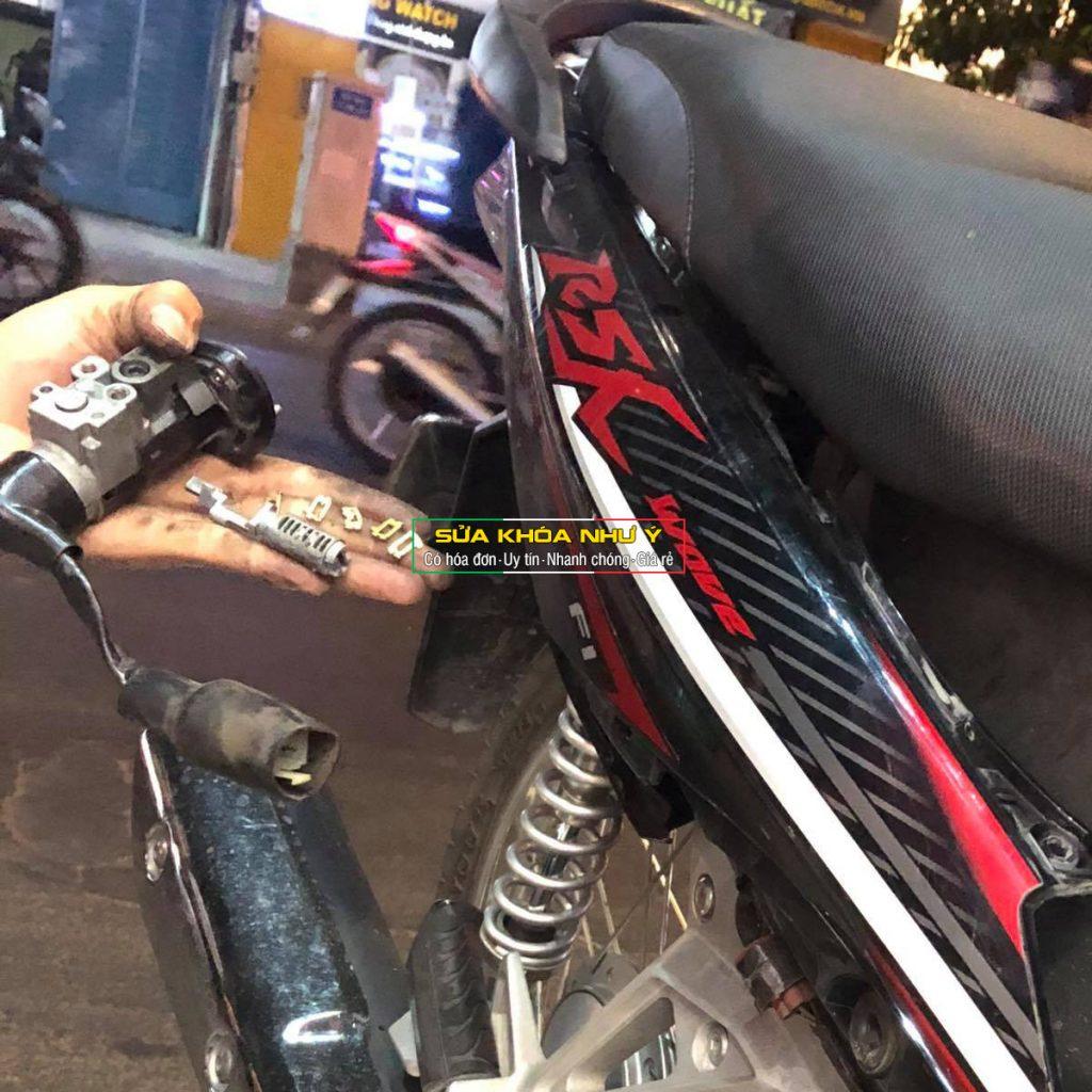 Sửa khóa xe máy bị trộm bẻ đoản hư ổ cắm chìa vặn không được