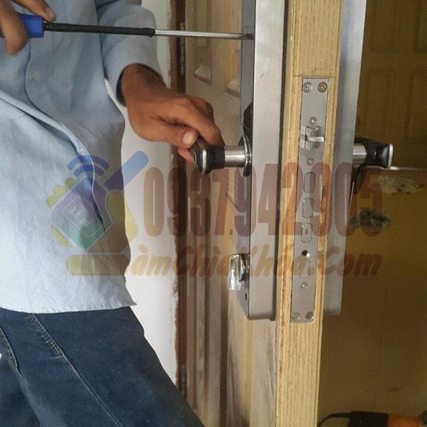 Thợ chuyên thay khóa cửa lắp khóa cửa tại nhà TPHCM