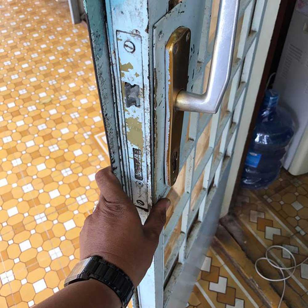 Sửa khóa cửa sắt kính, thay khóa cửa sắt, làm lại chìa khóa cửa sắt